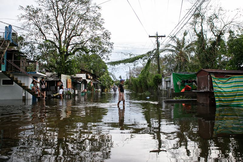 Locals Wade Through Floodwaters After Typhoon Vamco Batters The Philippines. Photo Nassacaritas Philippines (1)